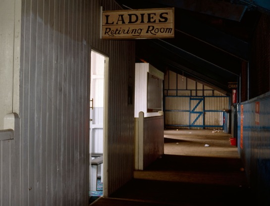 17_ladies-retiring-room_bury_1990