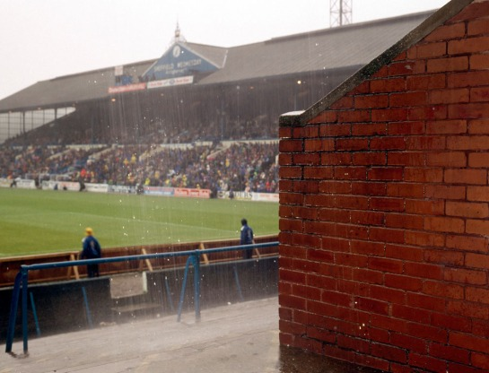 19_rain-comes-down_sheffield-wednesday_1990