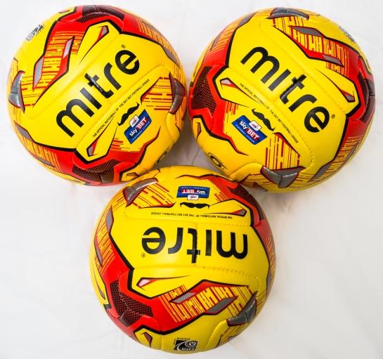 Mo Footballs-09850