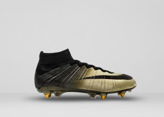 Mercurial_CR7_A_right_lateral_36611