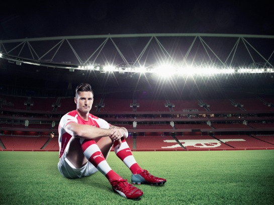 Olivier Giroud wears PUMA's new evoPOWER 1.2_Q2_01